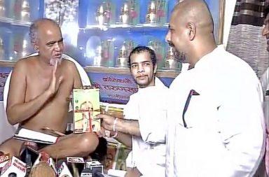 Vishal Dadlani, Tarun Sagar, Jain monk
