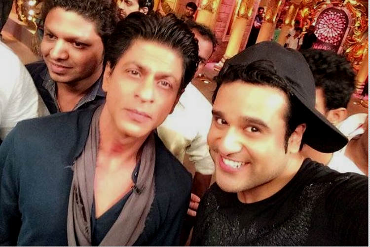 Shah Rukh Khan with Krushna Abhishek on Comedy Nights Bachao Colors TV image for InUth.com