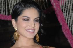 Sunny Leone has something important to say on the Padmavati fiasco and she makes a valid point