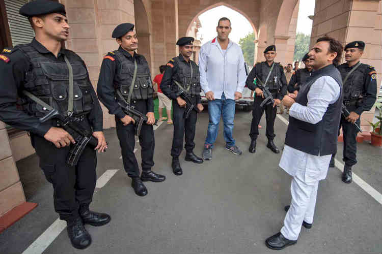 Does Akhilesh Yadav need Great Khali to protect him?