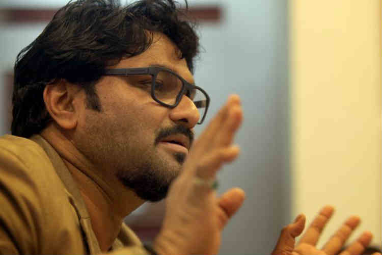 Stone thrown at Union Minister and singer Babul Supriyo