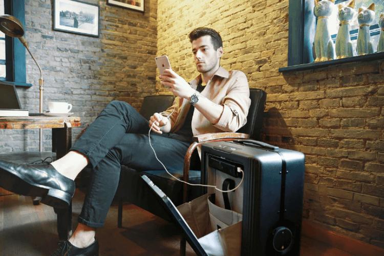 Cowarobot, suitcase