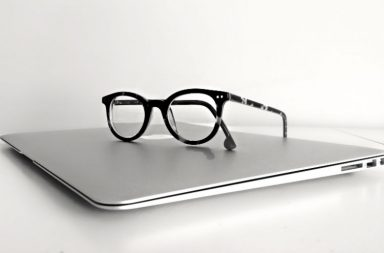 Macbook, Apple