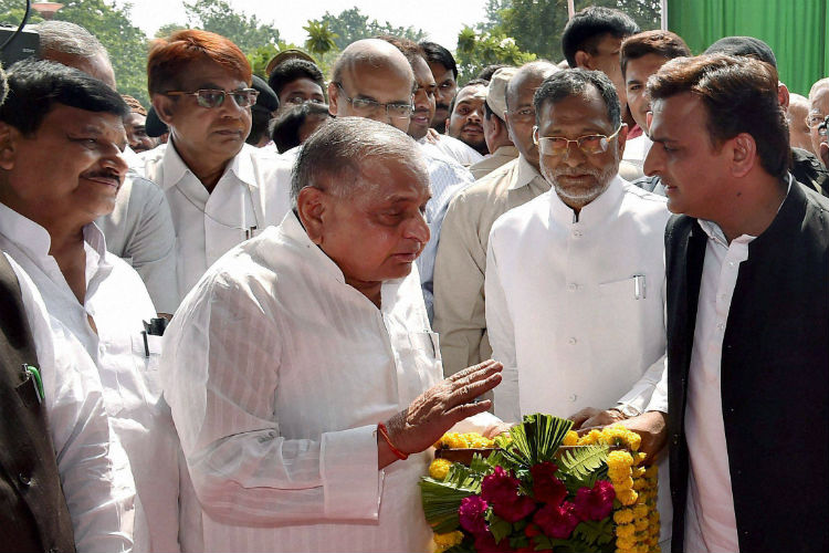 Old guard vs the new: Akhilesh battles for a place in Mulayam's party