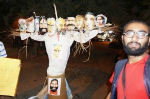 Effigy of Narendra Modi being burnt at JNU (Photo: Facebook/Anil Meena)