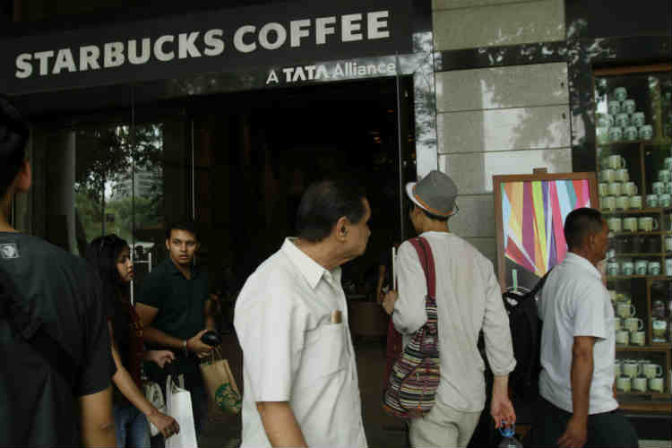 Pakistan to finally get a real Starbucks!