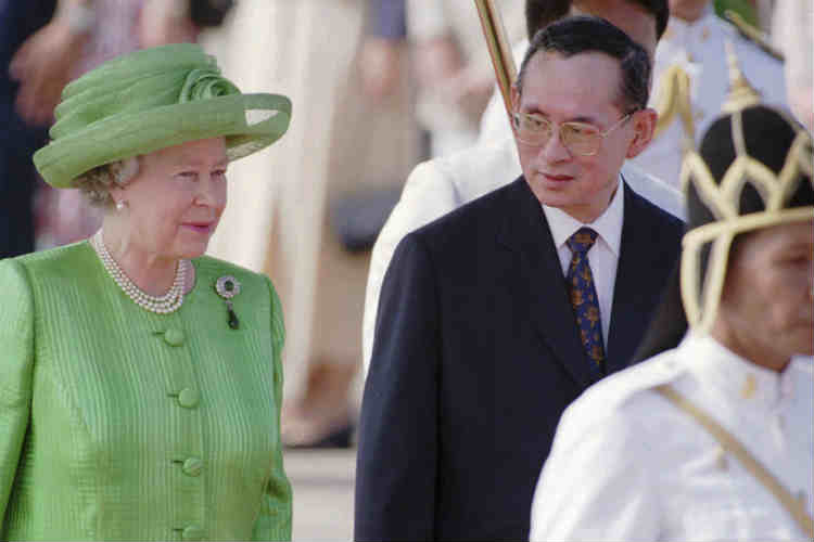 A file photo of Thailand king Bhumibol Adulyadej with Queen Elizabeth II. (Photo: AP/Richard Vogel)