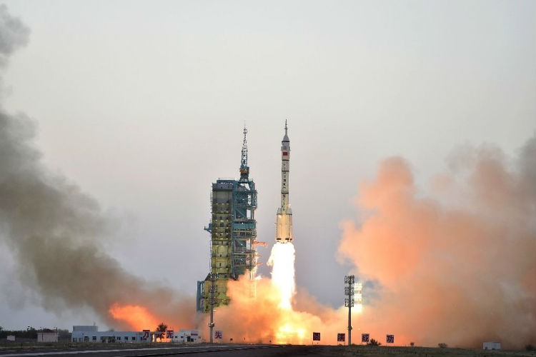 China launches longest manned spacemission