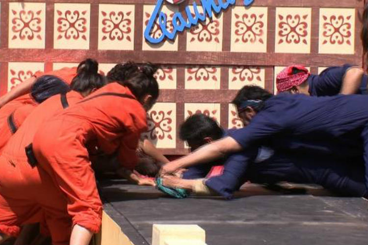 Laundry task fight in Bigg Boss Colors TV photo for InUth.com