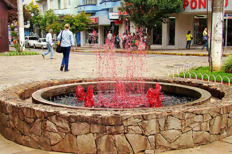 There's a 24×7 wine fountain on this planet. Guess which country has it