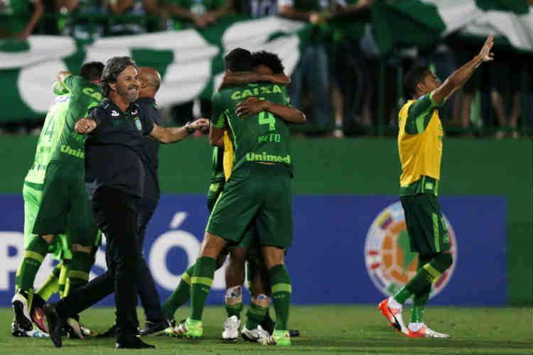 Flight carrying Brazilian footballers crashes inColombia