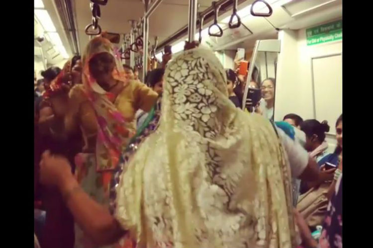 These women's folk dance in metro is taking the internet by storm