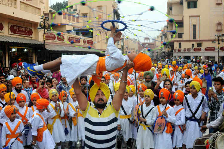 A Sikh boy performs 'Gatka' during Nagarkirtan near Golden Temple in Amritsar. (Photo: PTI)