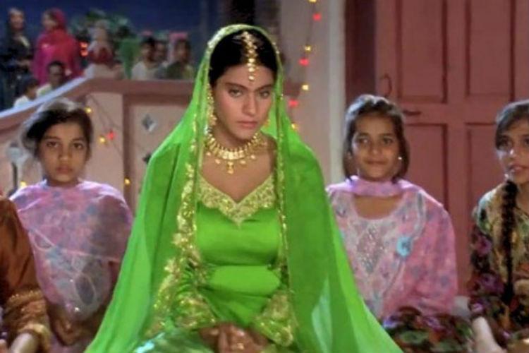 A trip down memory lane: Shah Rukh Khan, Gauri, Aryan at Kajol'smehendi