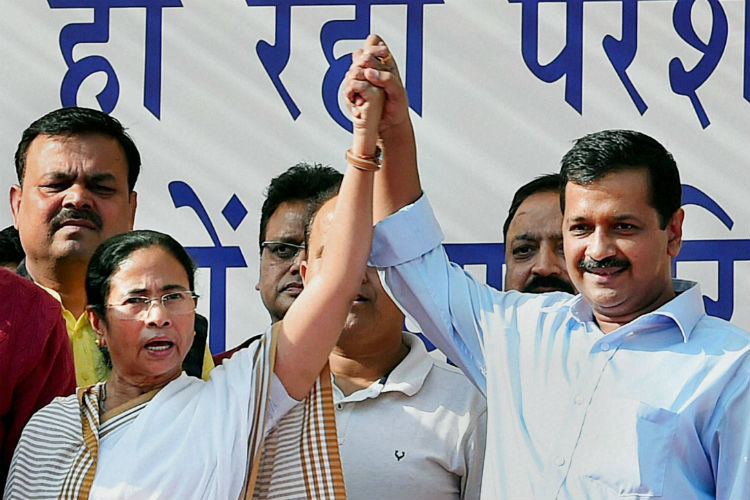 Arvind Kejriwal and West Bengal Chief Minister Mamata Banerjee at Azadpur Mandi in New Delhi (Photo: PTI/ Shahbaz Khan)