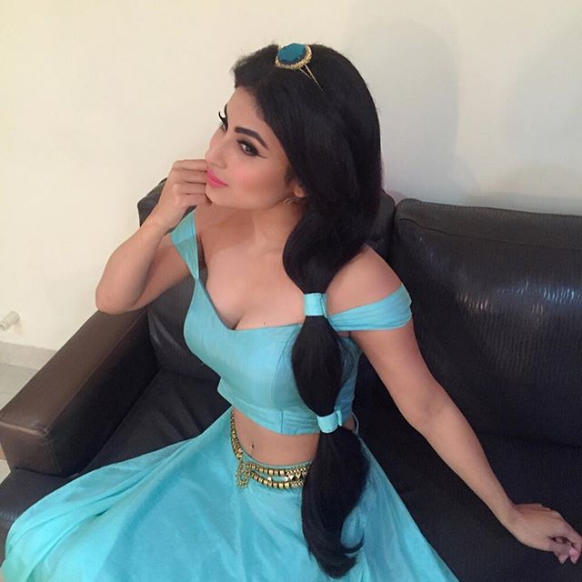 Mouni Roy : (Courtesy: Instagram)