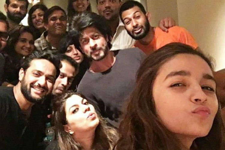shah-rukh-khan-alia-bhatt-dear-zindagi-youtube-photo-for-InUth.com