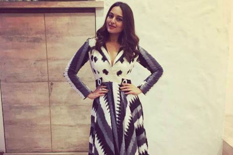 Sonakshi Sinha's latest magazine cover is jaw droppingglamourous