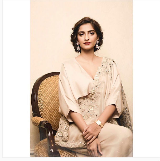sonam-kapoor-insta-photo-ns-for-inuth