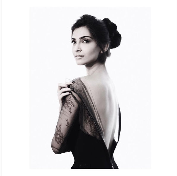 sonam-kapoor-insta-photo-bun-for-inuth
