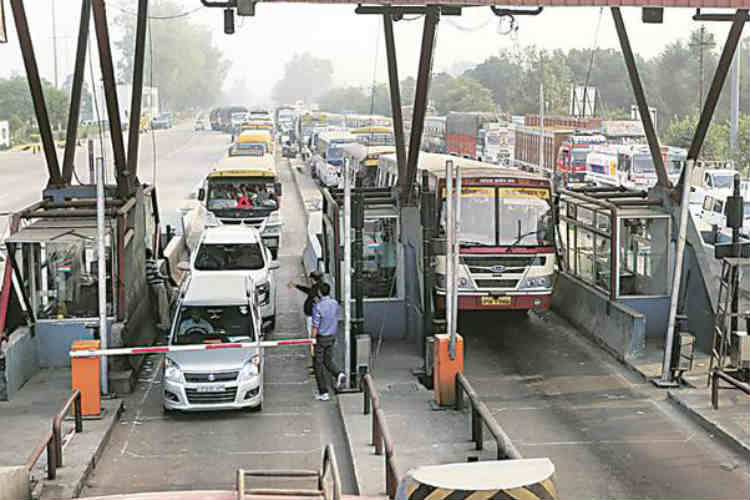 Demonetisation effect: Modi govt extends exemption on toll tax till December 1