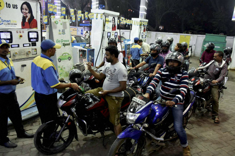Why petrol pumps in Mumbai will remain closed for 7 hours from Friday midnight