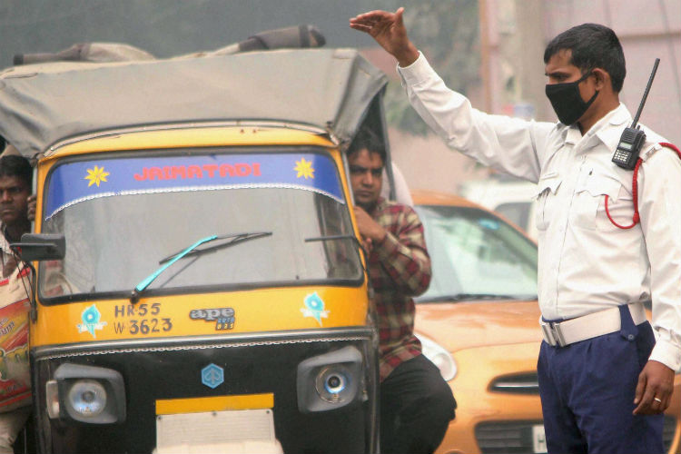 Thick smog envelops Delhi, here is how you can beat the alarming pollution levels