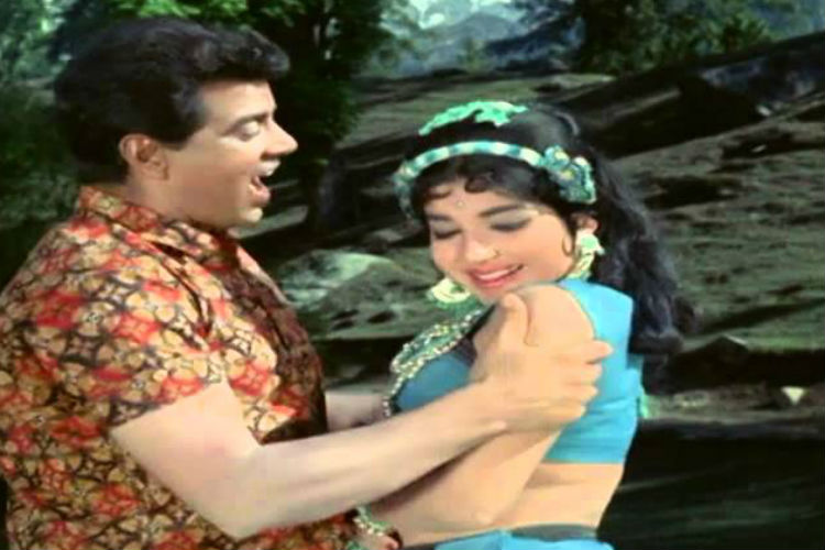 Dharmendra and Jayalalithaa in a still from Izzat. (Photo: YouTube/Goldmine Telefilms)