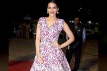 Photos: Kriti Sanon wears Rs 2000 notes! Common people do not get to seeone!