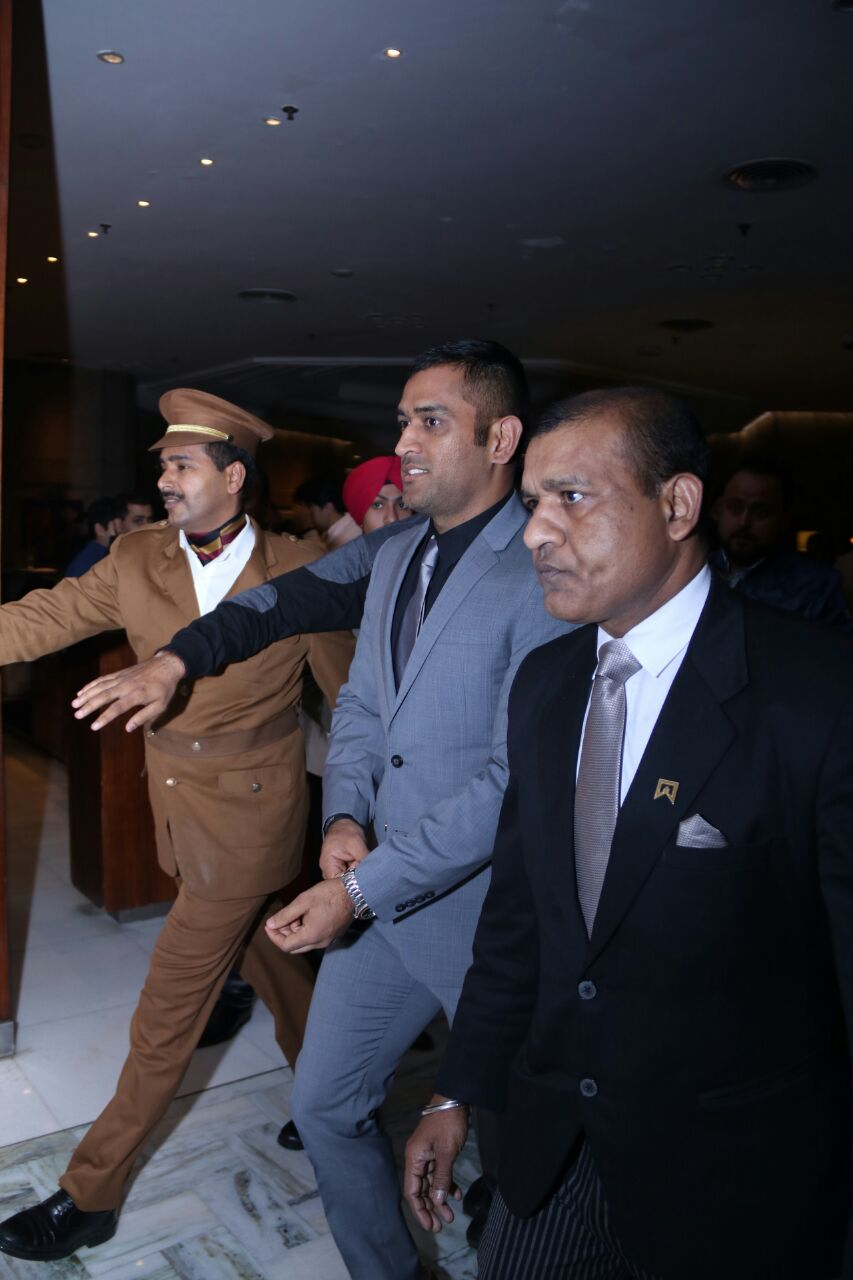 ms-dhoni-photo-for-inuth