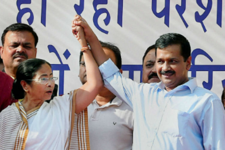 Kejriwal comes to Mamata Banerjee's rescue, says centre is intimidating her