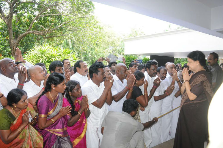 sasikala-2-for-inuth