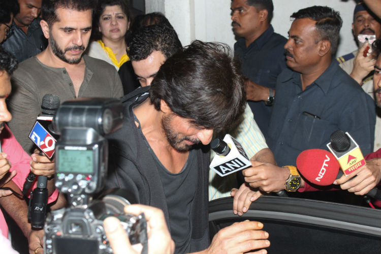 shah-rukh-khan-ritesh-sidhwani-express-photo-for-inuth