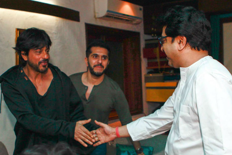 shah-rukh-khan-ritesh-sidhwani-raj-thackeray-express-photo-for-inuth