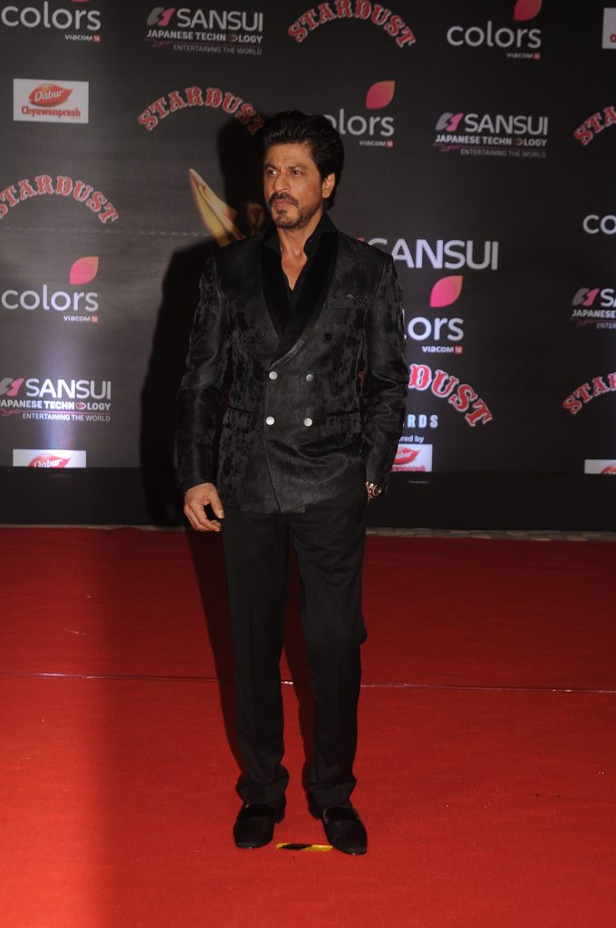 shah-rukh-khan-at-sansui-colors-stardust-awards