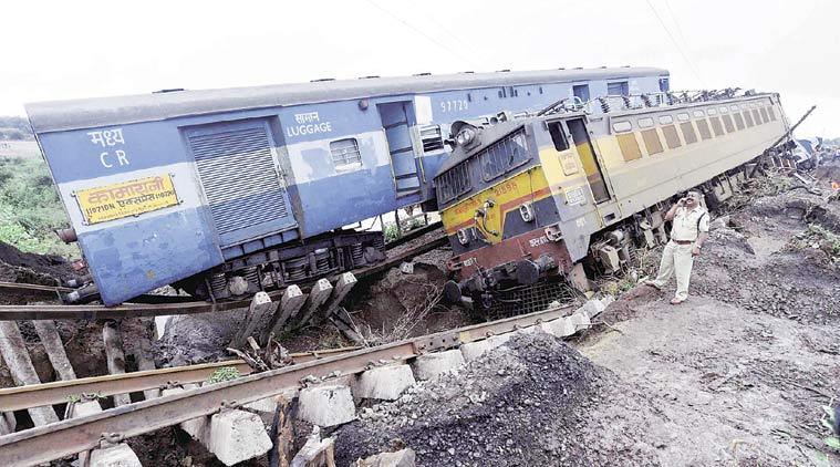 Pukhrayan train derails near Kanpur (Photo: Indian Express)