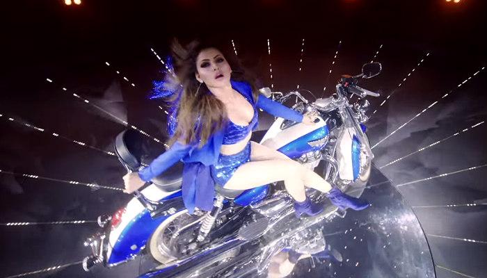 Urvashi Rautela in Kaabil song YouTube screen grab