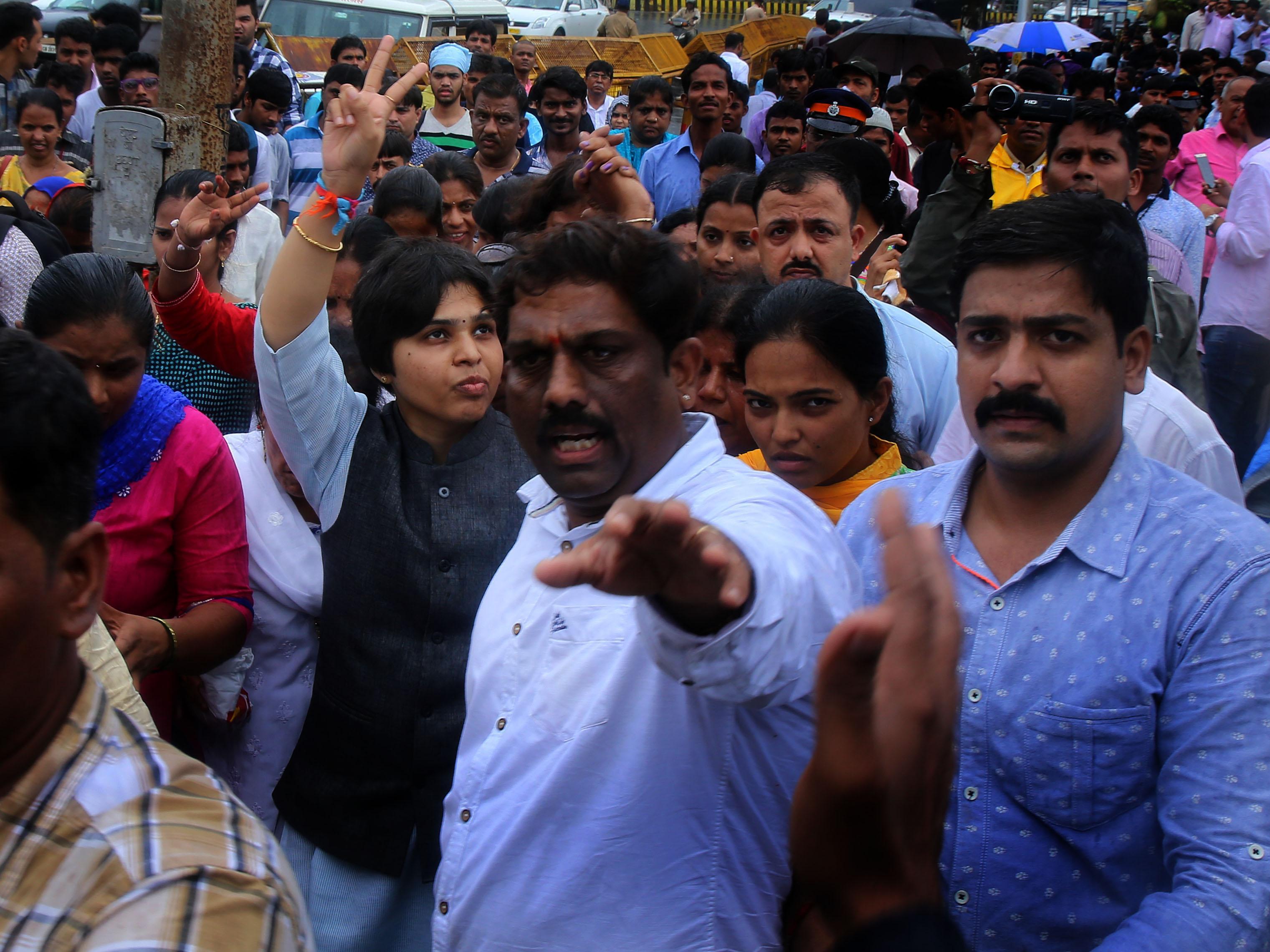 Women's group led by Trupti Desai visits haji Ali Dargah in Mumbai on Sunday. Express photo by Nirmal Harindran, 28th August, 2016, Mumbai.