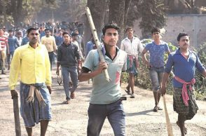 Image of protesters in Bhangar