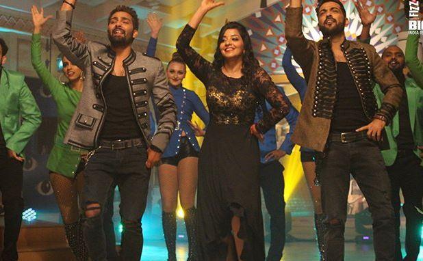 Manu, Manveer and Mona dance to hit songs