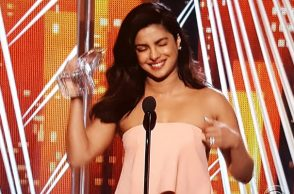 Priyanka Chopra at People's Choice Awards (Courtesy: Twitter/@glamourmag)