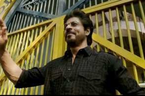 Shah Rukh Khan in Raees (Courtesy: Twitter/@SRKulesForever)