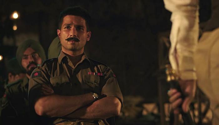 Shahid Kapoor in a still from Rangoon (Courtesy: Twitter/Jαsminα ღ Shαhid)