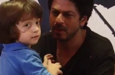 Shah Rukh Khan and AbRam (Courtesy: Twitter/@Krati_T08)