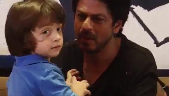 Shah Rukh Khan and AbRam (Courtesy: Twitter/@Krati_T08)