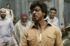 Shah Rukh Khan in a still from Dhingana (Courtesy: YouTube/Zee Music Company)