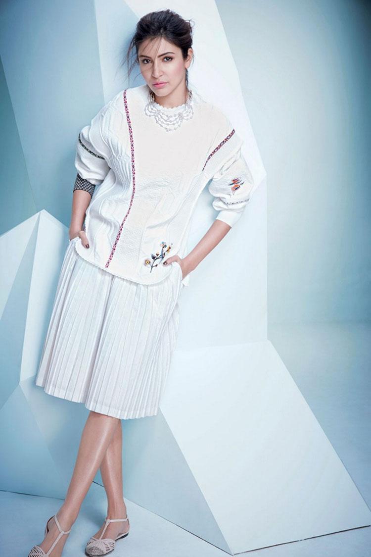 anushka-sharma-white-dress-2-photo-for-inuth