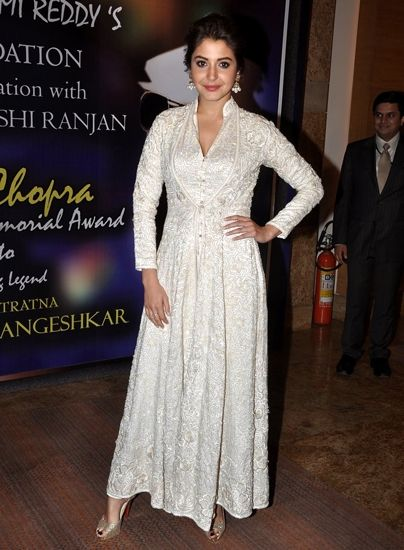 anushka-sharma-white-dress