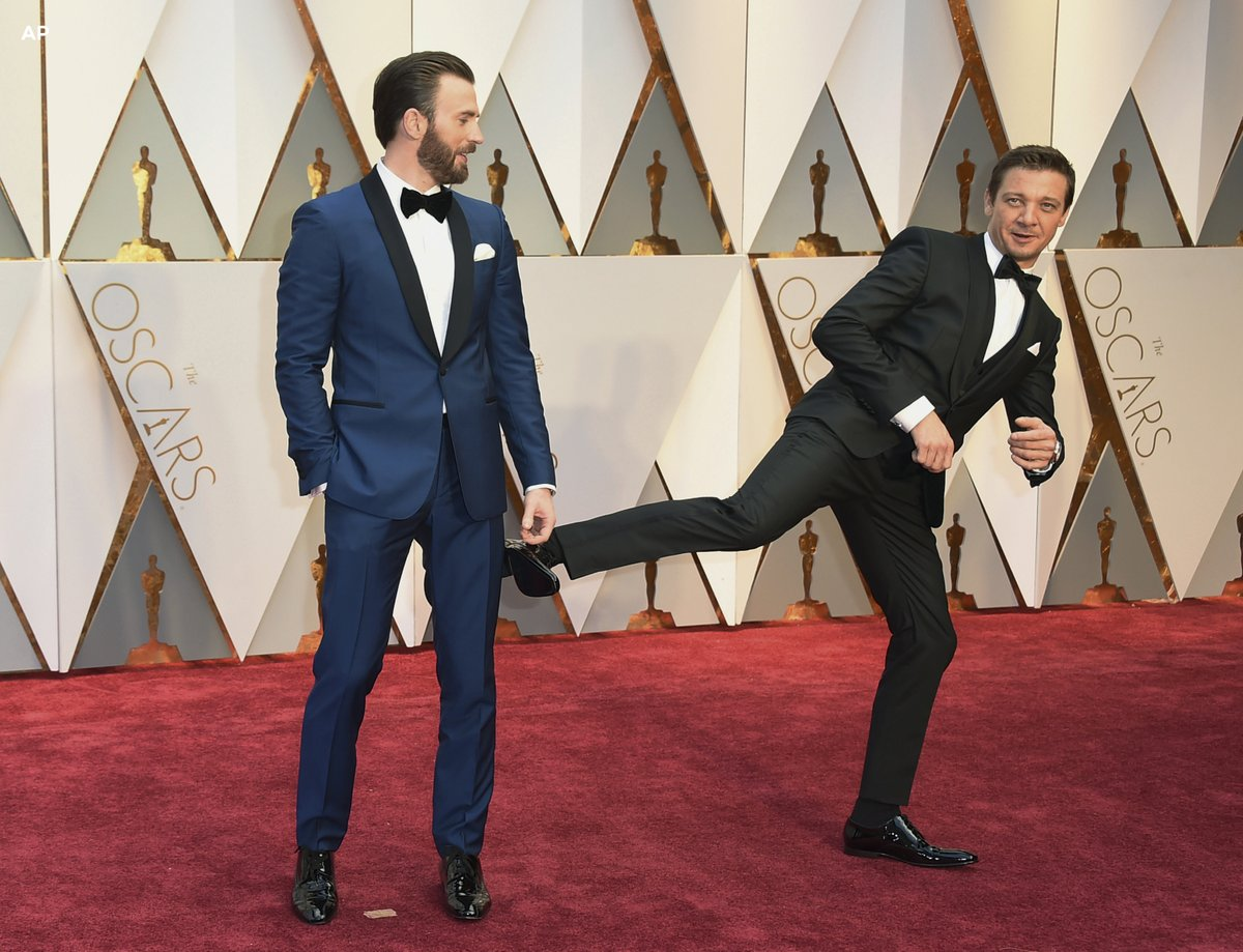 chris-evans-jeremy-renner-oscars-2017-twitter-image-for-inuth