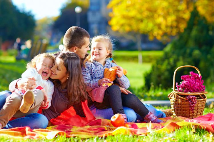 family-hug-inuth